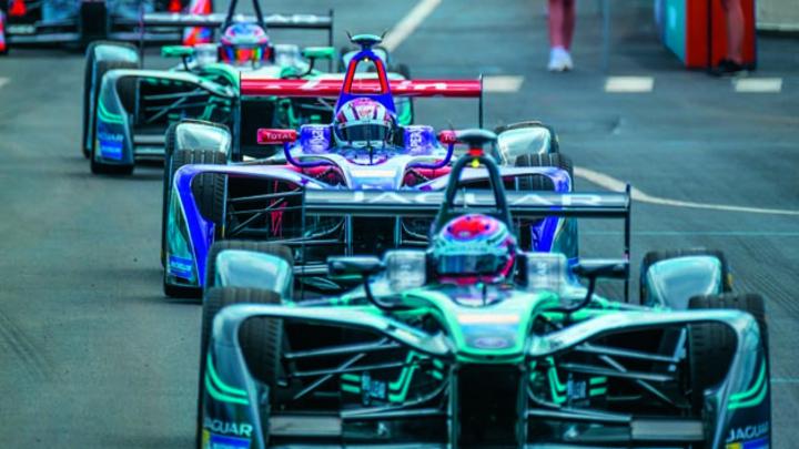 Magna tritt ab Saison 5 als Technologiepartner des Teams BMW i Mario Andretti in Erscheinung.