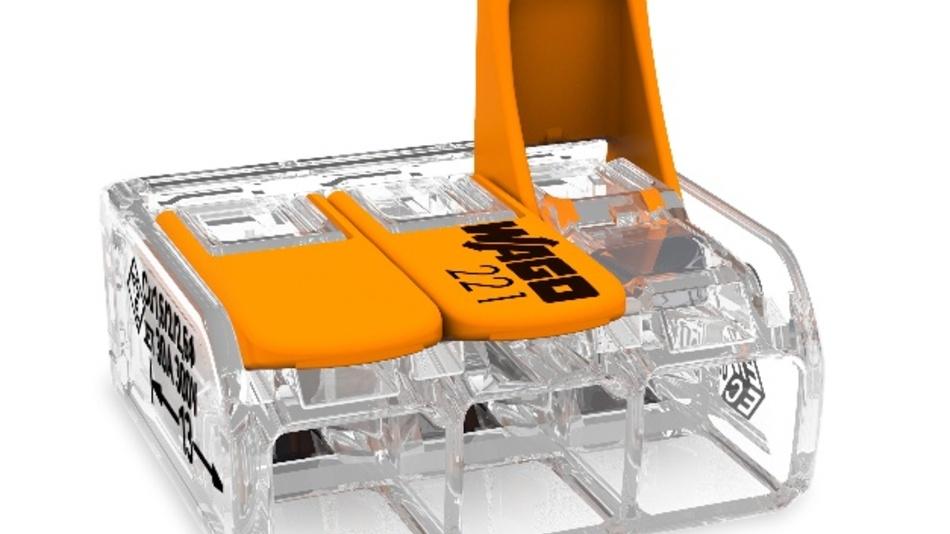 Wago erweitert die Einsatzmöglichkeiten seiner Compact-Verbindungsklemme um eine Variante für Leiterquerschnitte bis 6mm2. Bisher ließen sich mit den Verbindungsklemmen der Serie 221 von Wago Leiterquerschnitte von 0,2 bis 4mm2 ein- und mehrdrähtig sowie 0,14 bis 4mm2 feindrähtig anschließen. Einsatzgebiete für die neue Klemme sind die Verdrahtung von Drehstromsteckdosen, die Installation von Klimageräten oder der generelle Anschluss größerer Verbraucher. Um die Klemmen anzuschließen, öffnen sie Anwender mit dem orangefarbenen Hebel, schieben den abisolierten Leiter bis zum Anschlag in die Klemme schließen den Hebel wieder. Das transparente Gehäuse lässt dabei die Sichtprüfung der Verbindung zu.