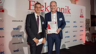 Ulrich Lampen konnte stellvertretend für RS Components aus der Hand des Chefredakteurs Gerhard Stelzer die Urkunde für einen dritten Rang entgegennehmen.