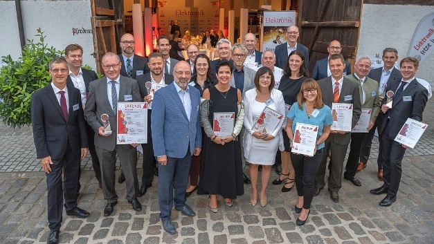 Last but not least, at the end of the official act there was a group picture with all successful participants of this reader's choice. We are looking already looking forward to next year!