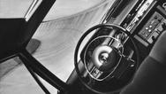 Das elektronisch gesteuerte Fahrzeug in der Steilkurve des Contidrom.  Aufnahme von 1968