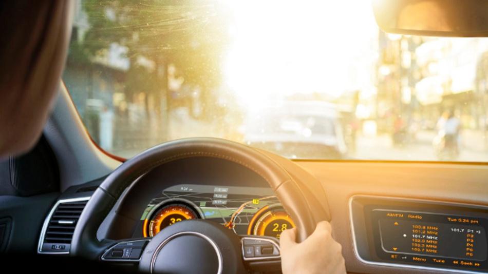 Der Umgebungslichtsensor SFH 5701 A01 ermöglicht, dass beispielsweise Navigationsgerät und Geschwindigkeitsanzeige gut erkennbar sind – unabhängig der Lichtverhältnisse.