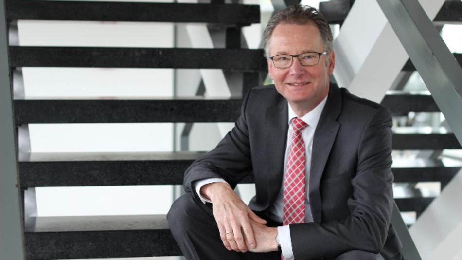 Roland Bent, Vorsitzender von VDE|DKE und CTO von Phoenix Contact, hat die Leitung der Arbeitsgruppe 6 »Standardisierung, Normung, Zertifizierung und Zulassung« in der neuen Nationale Plattform »Zukunft der Mobilität« (NPM) übernommen.