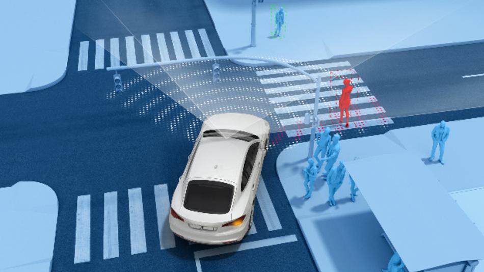 Der automatische Notbremsassistent erkennt beim Abbiegen querende Fußgänger und bremst das Auto sicher bis zum Stillstand ab.