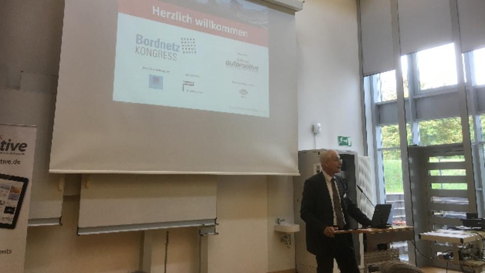 Prof. Dr. Stoffel, Präsident der Hochschule Landshut, begrüßte als Hausherr die Teilnehmer des Bordnetz Kongresses und des VEC-Days.