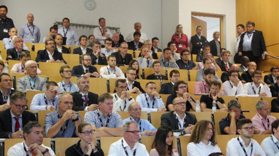 Die Teilnehmer folgten aufmerksam den Keynotes und Fachvorträgen.