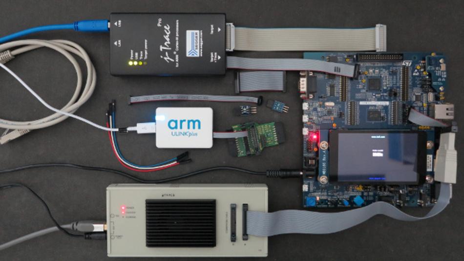 Die Testhardware arm ULink plus, Lauterbach μTrace for Cortex-M und Segger J-Trace Pro ist eher als Sonde zu verstehen.