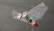 Flugroboter DelFly Nimble während des Flugs