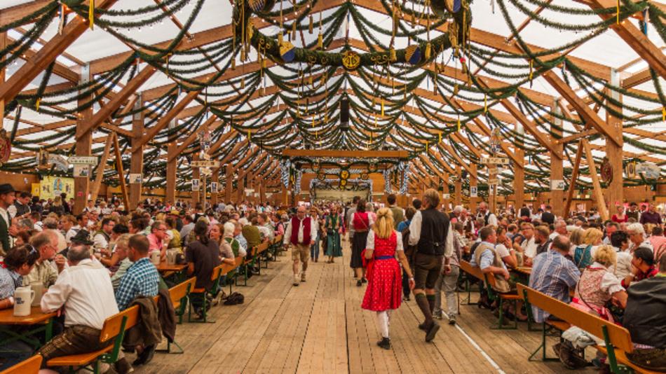 Das Festzelt Tradition auf der traditionellen Oidn Wiesn - auf dem Oktoberfet.