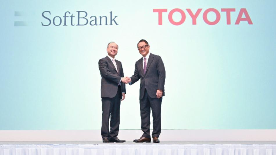 Masayoshi Son, CEO der Softbank Group, und Akio Toyoda, CEO von Toyota, gründen Monet Technologies, die autonom fahrende Autos und daruf basierende Dienstleistungen entwickeln soll.