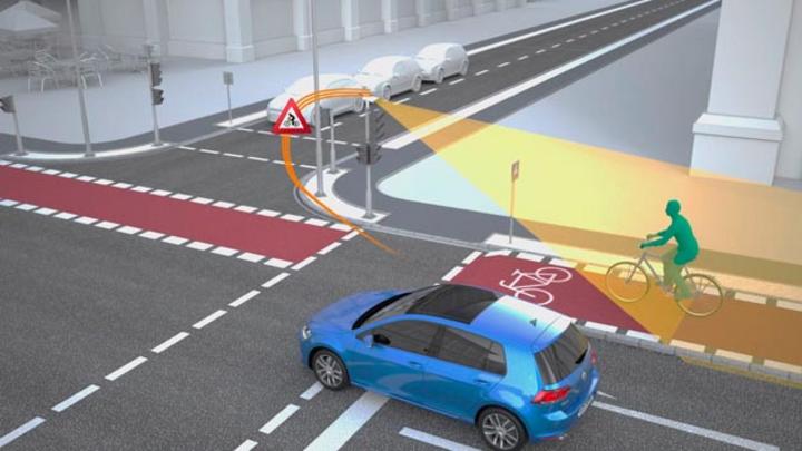 Volkswagen und Siemens arbeiten daran, Straßenkreuzungen sicher zu gestalten. Dazu erproben beide Unternehmen in Wolfsburg die WLANp-Technologie.
