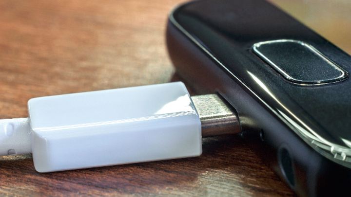 USB-C-Stecker an Smartphone