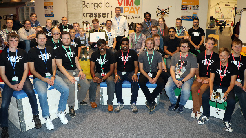 Der jüngste Teilnehmer war erst 12 Jahre alt. Er erhielt einen Sonderpreis in Form eines Wertgutscheins über 250 Euro von Mouser Electronics.
