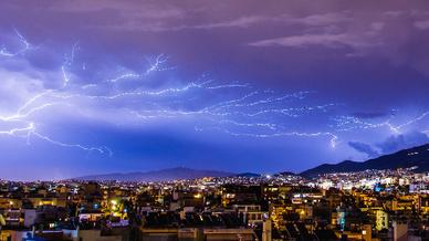 Stromversorgung am Limit: Allein im vergangenen Jahr schlugen rund 450.000 Blitze in Deutschland ein.