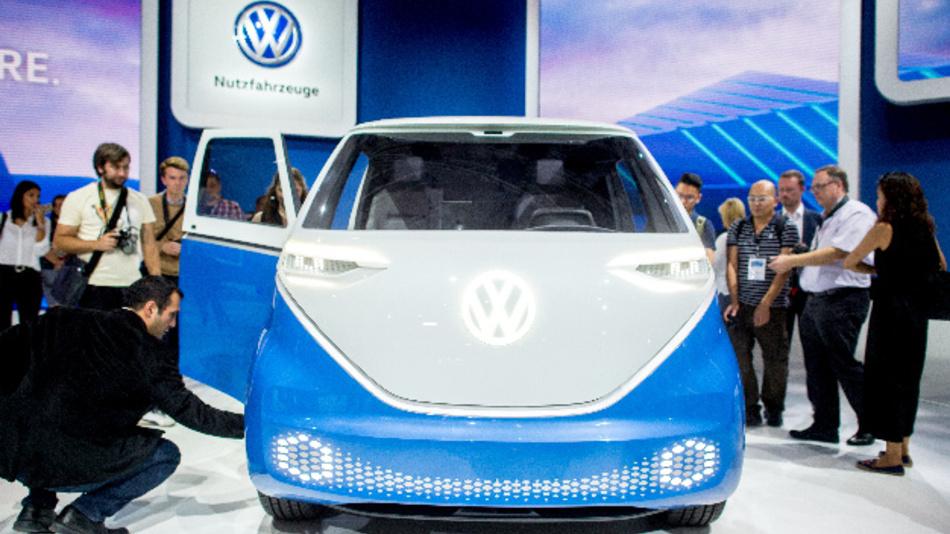 Der neue E-Transporter »Buzz Cargo« am Stand von Volkswagen Nutzfahrzeuge (VWN) bei der IAA Nutzfahrzeuge 2018.