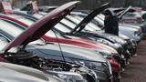 Neu- und Gebrauchtwagen bei einem Autohändler