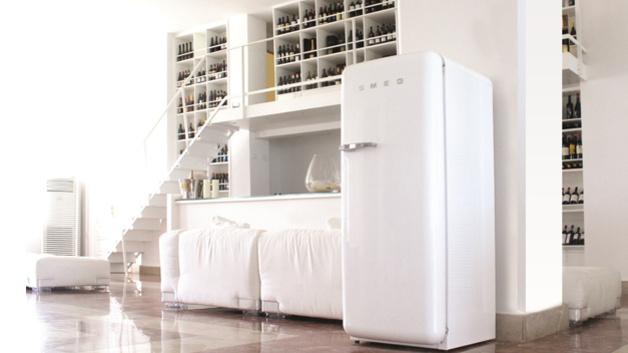 Smeg Kühlschrank Schwarz : Smeg kühlschrank klassiker mit neuem innenleben u elektroboerse