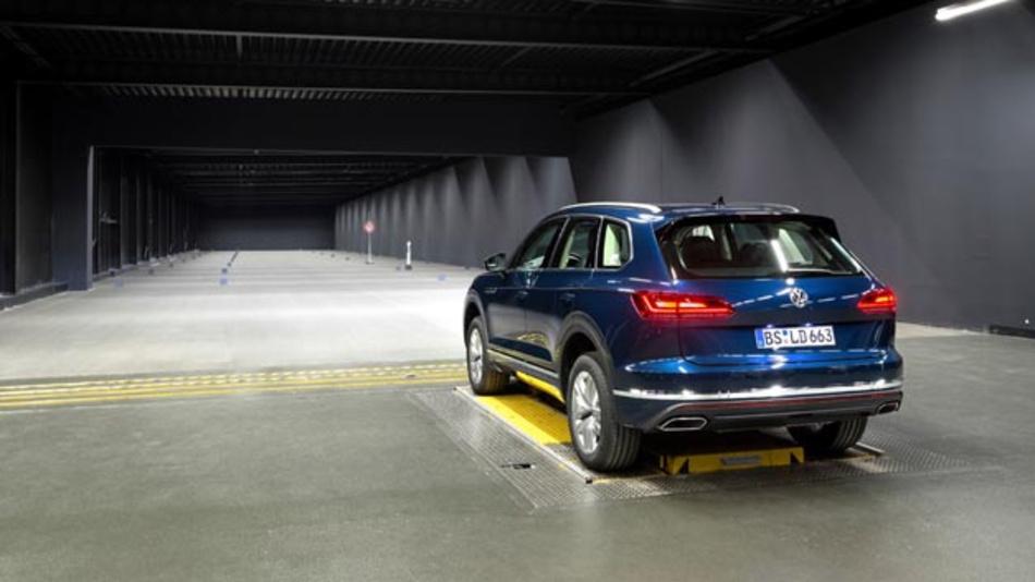 Volkswagen hat ein ein eigenes Licht-Kompetenzzentrum in Wolfsburg eröffnet, um an neuen Lichttechnologien zu arbeiten.