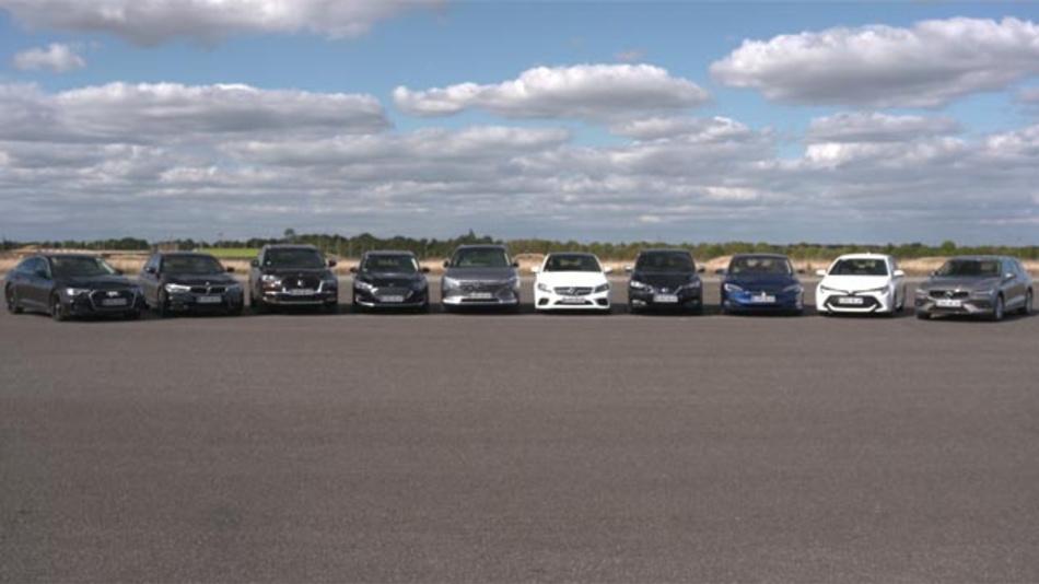 Euro NCAP testet erstmals Technologie für automatisiertes Fahren. Problem: Viele Menschen glauben, dass es bereits hochautomatisierte Fahrzeuge gibt, die alleine fahren können. Werbebotschaften von verschiedenen Herstellern tragen daran eine Mitschuld.
