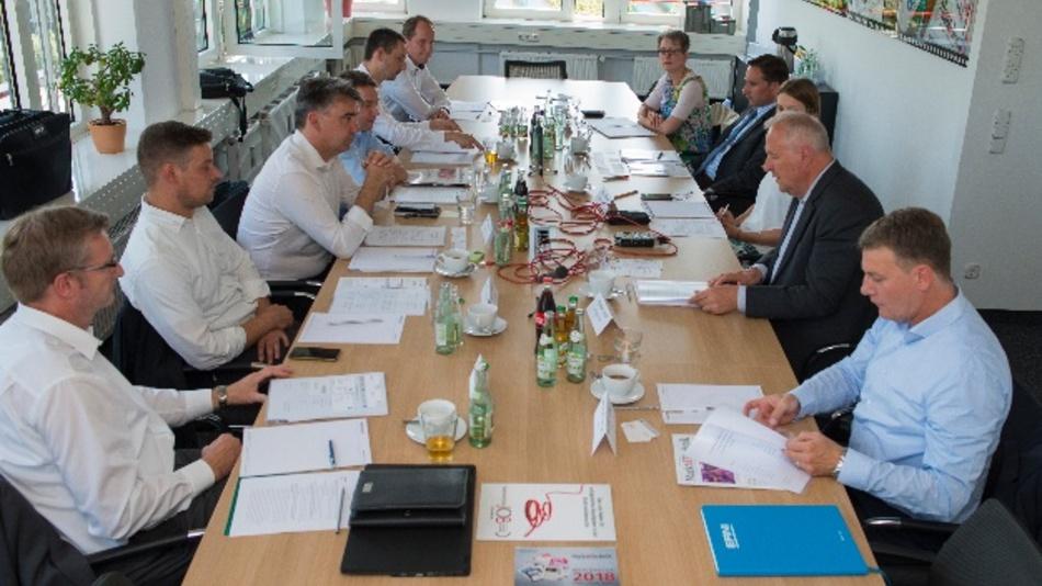 """Die Teilnehmer des Markt&Technik-Forums """"Connectivity für Industrie 4.0""""."""