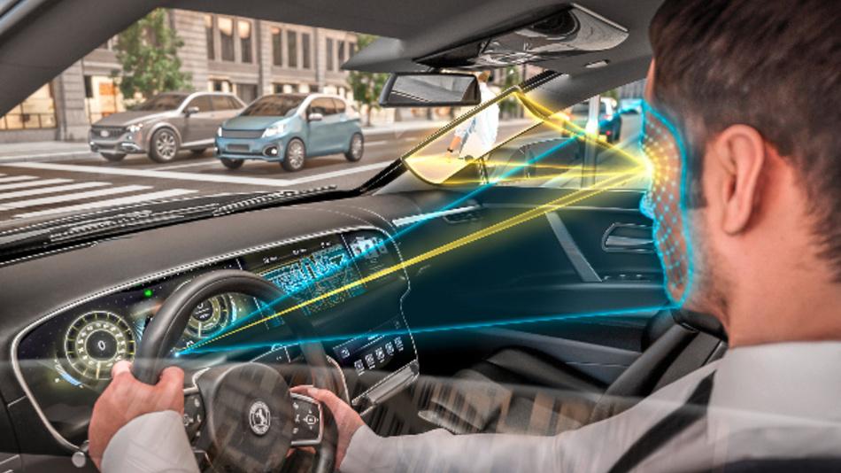 Die Innenraum-Kamera erfasst die Kopfposition des Fahrers und ein in die A-Säule integriertes Display ermöglicht den Blick hindurch.