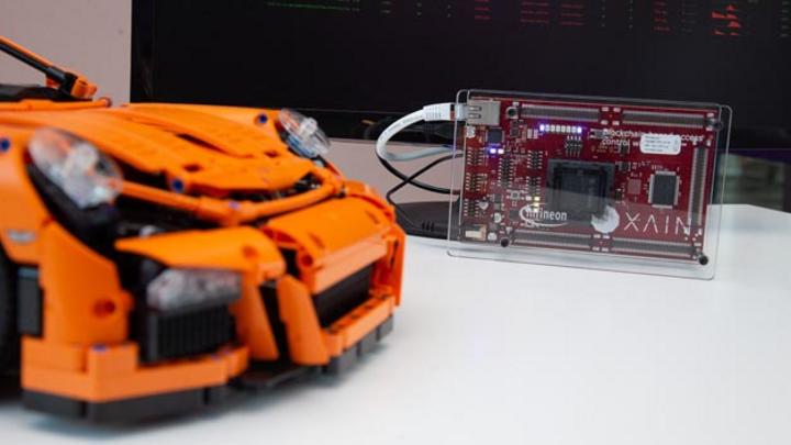 Infineon und Xain wollen gemeinsam die Blockchain-Technologie ins Auto bringen. Ein erster gemeinsamer Demonstrator zeigt, wie Zugangsrechte dezentral per Smartphone vergeben werden können, beispielsweise für Car Sharing.