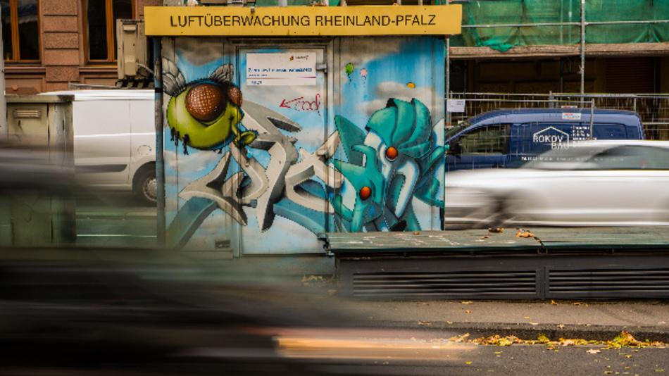 Die Messstation in der Parcusstraße in Mainz. Das Mainzer Verwaltungsgericht verhandelte über ein mögliches Diesel-Fahrverbot in der rheinland-pfälzischen Landeshauptstadt.