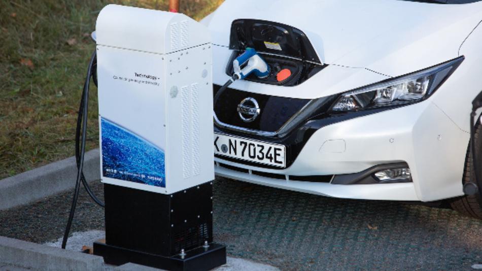 Das Elektroauto Nissan Leaf kann sowohl Energie aufnehmen als auch abgeben – über den CHAdeMO-Ladeanschluss.