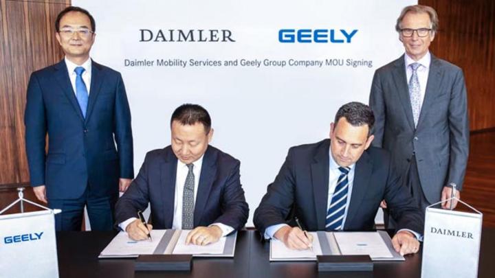 Unterzeichnung der Absichtserklärung zur Gründung eines Joint Ventures: An Conghui, Geely Holding Group, Liu Jinliang, Präsident Geely Group Company, Klaus Entenmann, Daimler Financial Services, und Jörg Lamparter, Daimler Mobility Services (vrnl.)