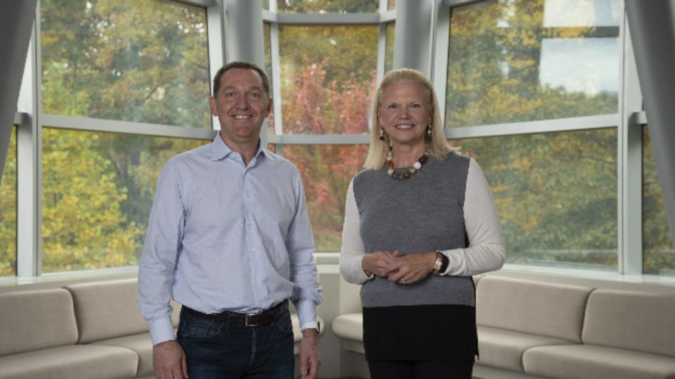 IBM will Red Hat für 34 Mrd. Dollar übernehmen: Ginny Rometty, Chairman, President und CEO von IBM (rechts) und James M. Whitehurst, CEO von Red Hat bei der Bekanntgabe der Übereinkunft, nach der IBM 190 Dollar für eine Aktie von Red Hat bezahlt.