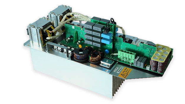 Four of these 8 kW power supplies can be operated in parallel, although they are completely convection cooled.