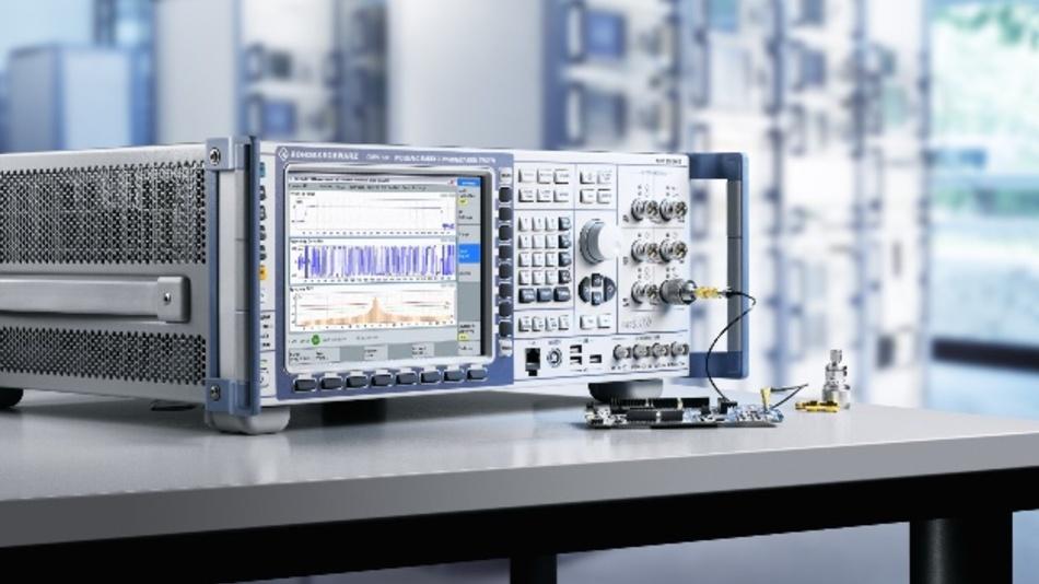 Rohde & Schwarz zeigt unter anderem die erste Signaling-Testlösung für Bluetooth LE (BLE) und adressiert damit die besonderen Anforderungen der Branche. Für viele Hersteller von Bluetooth-Low-Energy-Komponenten ist es nämlich eine echte Herausforderung, Module und Sensoren standardkonform zu testen. Den Geräten fehlt oft die Anschlussmöglichkeit für eine Steuerleitung, um sie mit dem vorgeschriebenen Direct Test Mode (DTM) zu prüfen. Die BLE-Signaling-Testlösung für die R&S-CMW-Plattform ermöglicht als aktuell einzige im Markt den einfachen Test der HF-Eigenschaften eines Bluetooth-LE-Prüflings in einer Bluetooth-Verbindung über die Luft oder direkt über die Antenne ohne Testmode. Damit bietet die R&S-CMW-Testplattform drei HF-Test-Modi an: die neue BLE-Signaling-Funktionalität, den BLE Direct Test Mode sowie den BLE Advertiser Mode. Auf der electronica führt Rohde & Schwarz mit dem Wireless Connectivity Tester R&S CMW270 nicht nur die HF-Testfunktionen für Bluetooth vor. Dank seiner Messbandbreite von 160 MHz unterstützt er zum Beispiel auch WLAN HF-Signaling-Tests gemäß IEEE 802.11a/b/g/n/ac und IEEE 802.11ax sowie non-signaling HF-Tests gemäß IEEE 802.15.4 für ZigBee, Thread und 6LoWPAN.  Rohde & Schwarz, Halle A3, Stand  307