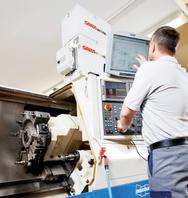 1_Industriecomputer mit CAD-Software