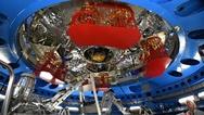 Die Antriebe des Europäischen Servicemodul (ESM) für das US-Raumschiff «Orion» sind bereits für den Transport schützend verpackt worden.