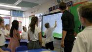 Einfach umzusetzende  Möglichkeiten der Zusammenarbeit motivieren  Schüler dazu, sich intensiver in die Schulstunde  einzubringen, als das bei einem klassischen  Frontalunterricht der Fall ist.