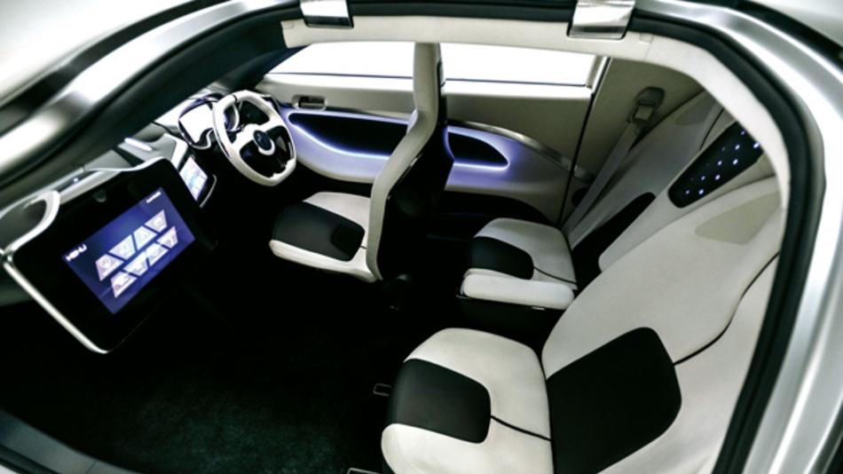 36Materialien und Technologien des Technologiekonzerns Asahi Kasai für die Automobilindustrie sind hierin verbaut, darunter Hochleistungsmaterialien für die Innenraumgestaltung und Sensoren für ein erhöhtes Komfort- und Sicherheitsniveau.