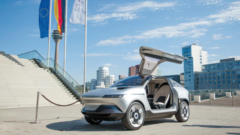 Das elektrische Konzeptfahrzeug AKXY wurde kürzlich im Düsseldorfer Hafen der europäischen Öffentlichkeit vorgestellt.