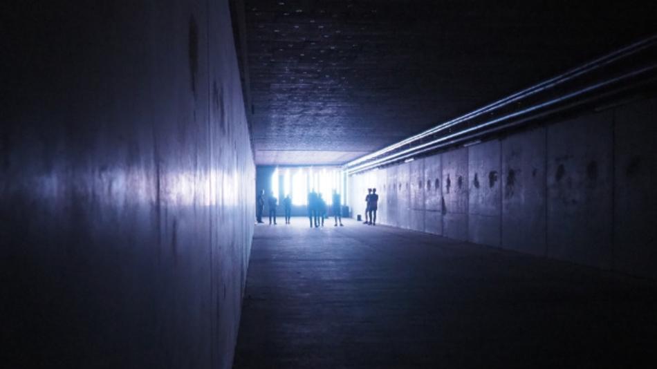 Ein Regen aus Licht im Bunker unter der PostCity in Linz.
