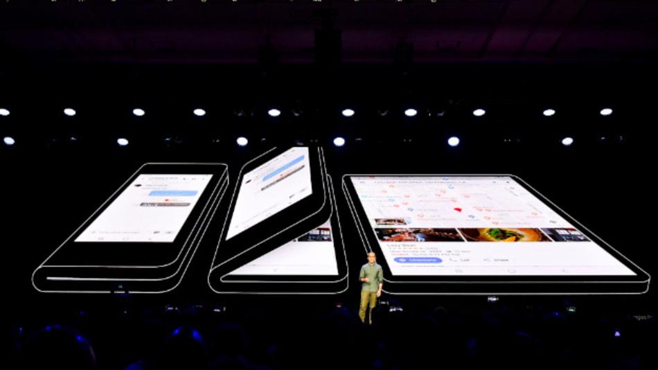 Koh Dong-jin, President der IT & Mobile Communications Division von Samsung: »Wir sind stolz auf unsere Fortschritte auf den Feldern IoT und KI. Erst damit können wir unsere Vision vom vernetzten Leben tatsächlich Realität werden lassen – erst damit kann das neue faltbaren Display sein volles Potenzial ausspeilen.«