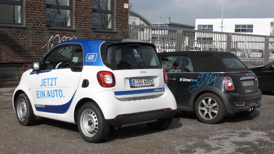 Carsharing-Fahrzeuge von Daimler und BMW.