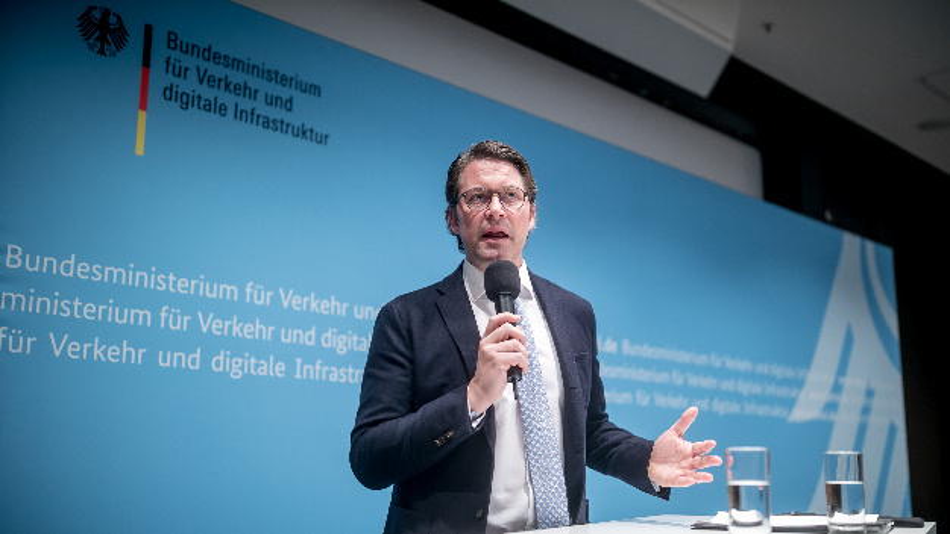 Andreas Scheuer (CSU), Bundesminister für Verkehr und digitale Infrastruktur, spricht bei einer Pressekonferenz zum Thema Diesel nach einem Treffen mit deutschen Automobilherstellern im Verkehrsministerium.