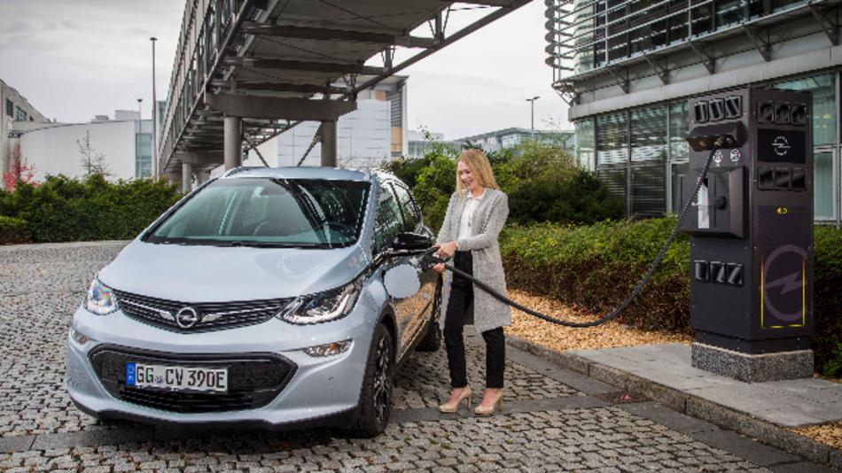 Opel errichtet am Entwicklungszentrum in Rüsselsheim und am Testzentrum in Rodgau-Dudenhofen eine Ladeinfrastruktur mit insgesamt mehr als 160 Ladepunkten.