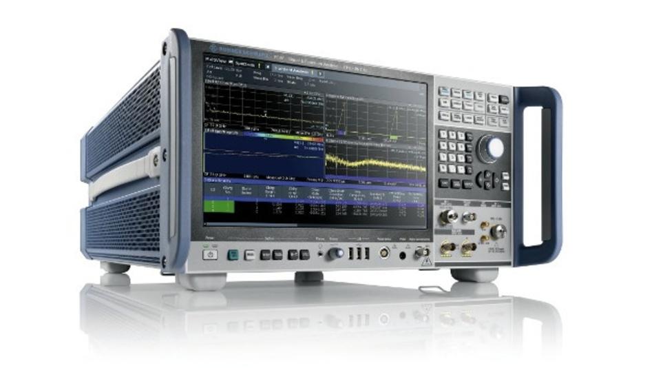 Mit einem komplett überarbeiteten Äußeren, einem neuen Bedienkonzept und vielen praxisgerechten Messfunktionen punkten die High-end-Signal- und Spektrumanalysatoren der Serie R&S FSW von Rohde & Schwarz.