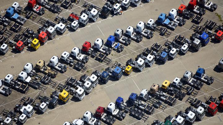 Luftbild LKW-Parkplatz Daimler