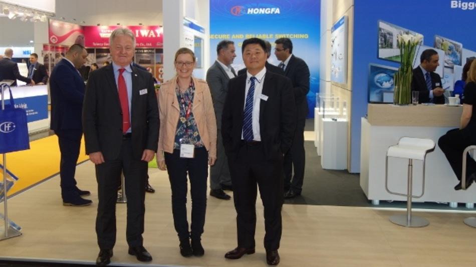 Dr. Christian Veit (Hongfa), Corinna Puhlmann (Markt&Technik) und Guo Ye (Hongfa)