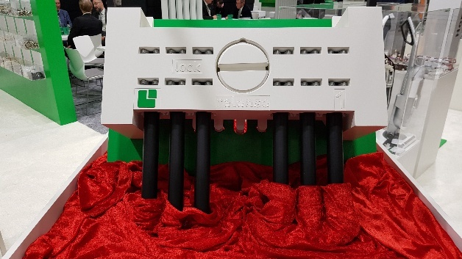 Der Direktstecker von Lumberg ist in zwei Versionen verfügbar. Im Bild zu sehen ist die Ausführung mit einem vormontierten zentralen Pin.