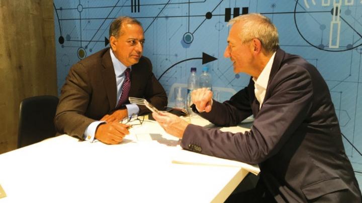Rajesh Vashist, CEO von SiTime, im Gespräch mit Heinz Arnold, Markt &Technik