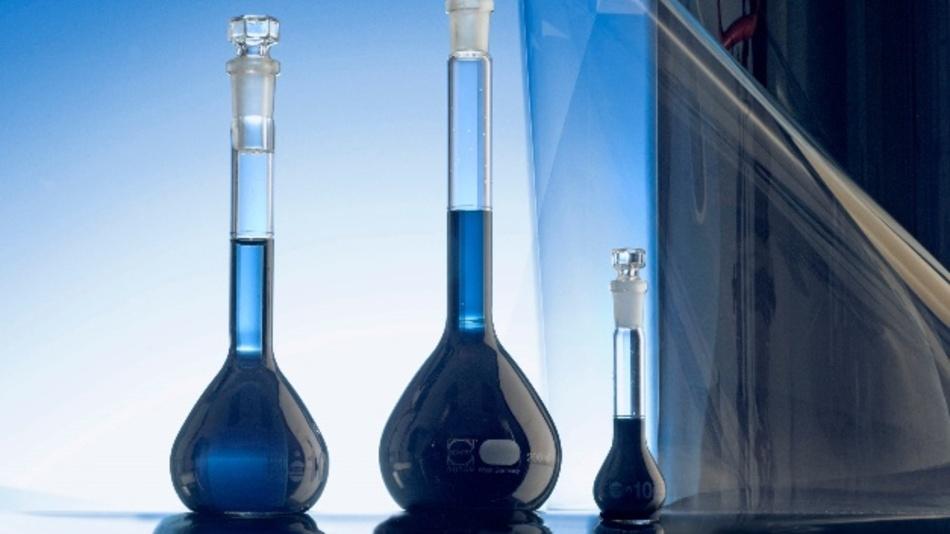 Das Clevios HY E von Heraeus Electronic Chemicals besteht aus Silber-Nanodrähten und leitfähigen Pedot-Polymeren, die als flexibles Bindemittel kleinere Radien beim Falten ermöglichen.