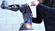 Mit dem Schnellstartpaket von Synapticon sollen Maschinenbauer künftig Kleinroboter rasch serienmäßig fertigen können.