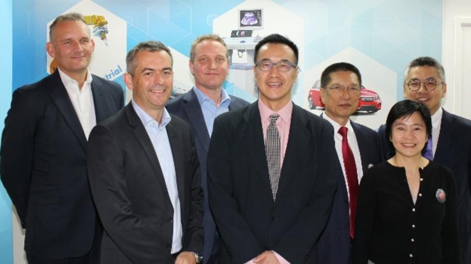 V.l.n.r.: Guy Millard, VP/GM Resistors, Richard Tyson, CEO, VP Tim Roberts, (alle TT Electronics); Rick Shih, Chairman, KunYao Yang, Vice Chairman, YiChun Chen, Senior Director, Tao Hao, CEO, UniRoyal